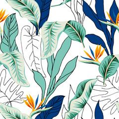 Fleurs de strelitzia tropicales, vert, bleu, contour des feuilles de palmier, fond blanc. Modèle sans couture de vecteur. Illustration de feuillage de la jungle. Plantes exotiques. Conception florale de plage d& 39 été. Nature paradisiaque