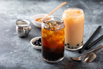 Making milk bubble tea with tapioca pearls