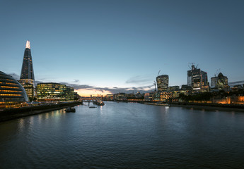 Fotomurales - sunset in London, river Thames from Tower Bridge, UK