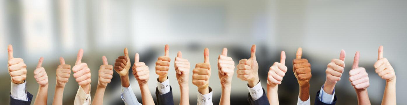 Business Gruppe mit Thumbs up Zeichen