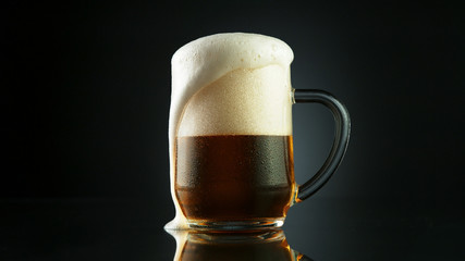 Wall Mural - Beer foam overflowing from glass pint