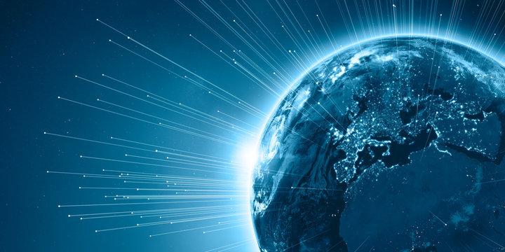 Europa aus dem Weltraum nachts mit Beleuchtung, 3D Rendering Planet Erde mit Datenstrom