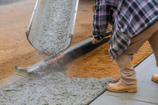 Building new concrete pavement for paving walkway.
