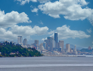 Fototapete - A view of Seattle from beyond a point of land with Space Needle in distance