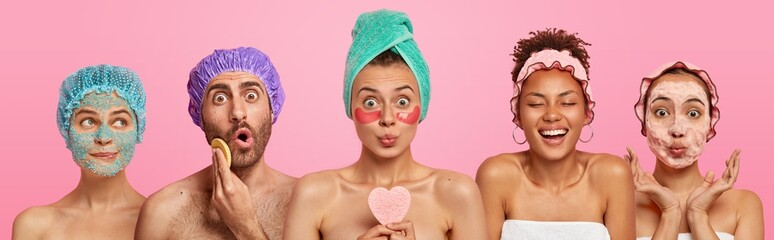 Stores photo Spa Collage shot of five people appy face masks, hold beauty sponges, stand with bare shoulders indoor, care about appearance and beauty, isolated on pink background. Wellness, cosmetology, spa concept