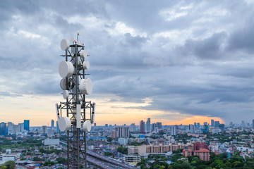 Telecommunication tower with 5G cellular network antenna on city background Fotomurales