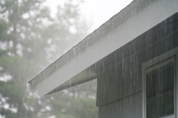 close up on storm rain on the roof Fotobehang