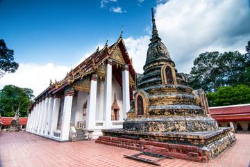 Fotobehang Bedehuis Old temple and Pagota of Wat in Ratchaburi Thailand