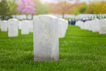 White tombstone on the lawn of military cemetery in a row of graves Fototapete