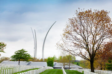 Fototapete - Air Force Memorial in Arlington over military cemetery rows of tombstones