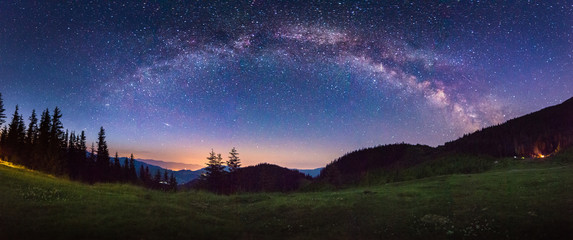 Spoed Fotobehang Heelal starry panorama in the mountains