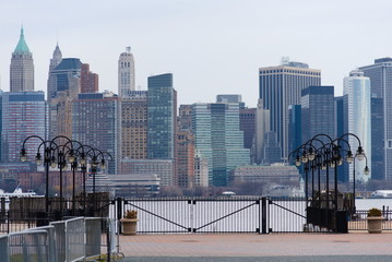 A view of Manhattan from Liberty State Park. - fototapety na wymiar