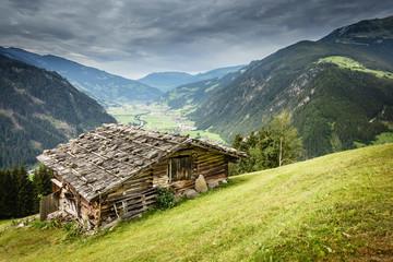 Wall Mural - Almhütte mit Blick auf den Urlaubsort Mayrhofen im Zillertal