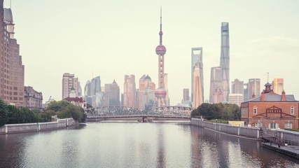 Fotomurales - hyper lapse of sunset, Shanghai skyline and Waibaidu bridge, China