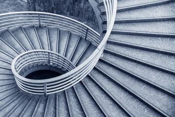 Photo sur Plexiglas Spirale Empty modern spiral stairway, viewed from top