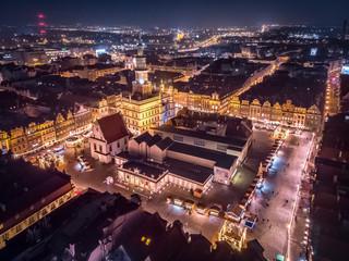 Fototapeta Stary Rynek w Poznaniu w czasie Jarmarku Bożonarodzeniowego, nocny widok obraz