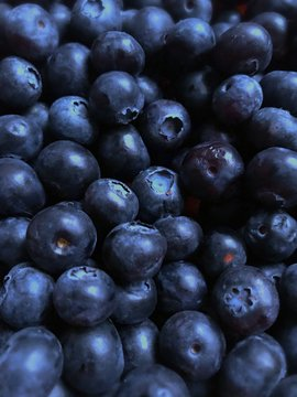 Many large berries blueberry. Photo.