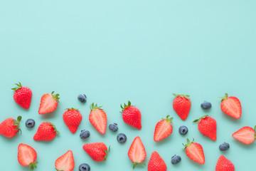 苺とブルーベリーのフレーム