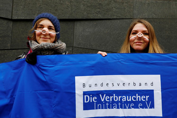 Foodwatch and Campact call for protests against the use of gestation crates in pig farming ijn Berlin