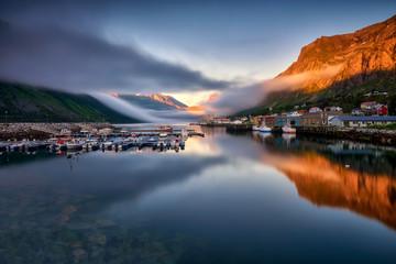 Deurstickers Noord Europa The small fishing village of Gryllefjord, Norway, Lofoten Islands