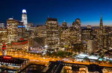 Fototapete - San Francisco downtown buildings skyline evening sunset