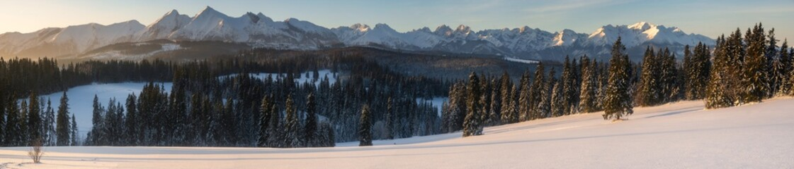 Fotomurales - winter panorama of the mountains in the light of the rising sun - Tatra Mountains, Poland