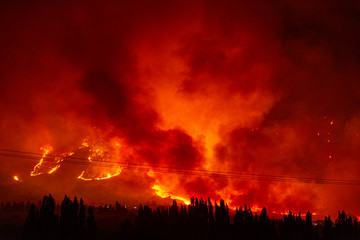 Foto auf Leinwand Rot kubanischen Night view of wildfires occurred in Esquel, Patagonia, Argentina on March 3 2020