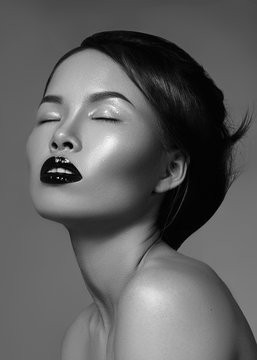 Luxury model with great make-up, gloss lips and perfect hairstyle. Black and white fashion portrait of beautiful woman