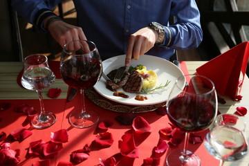 Foto auf AluDibond Restaurant red wine and meat dish in a restaurant