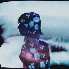 Illustration woman Silhouette Coronavirus - Virus purple and blue