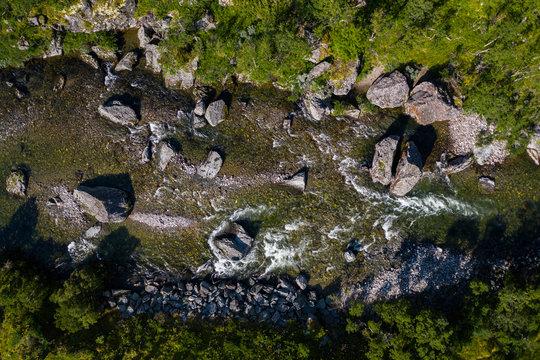 Fluss von oben aus der Vogelperspektive; Norwegen Dovre Fjell