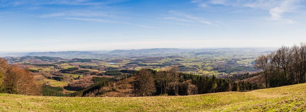 panorama de la Bourgogne, France depuis Bibracte, Autun