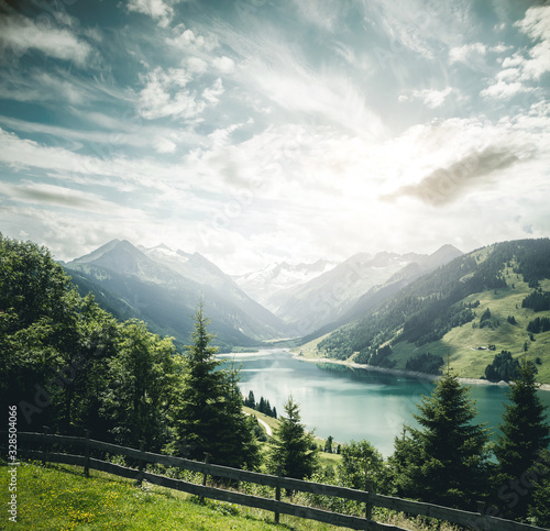 壁紙(ウォールミューラル) Great panorama of the Durlassboden reservoir. Location municipality of Gerlos, High Tauern National Park.