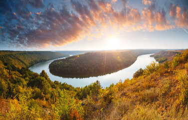 壁紙(ウォールミューラル) - Exotic view of the river flowing through hills. Location Dniestr canyon, Ukraine, Europe.