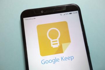 Outils Google pour entreprises KONSKIE, POLAND - November 10, 2018: Google Keep logo on smartphone