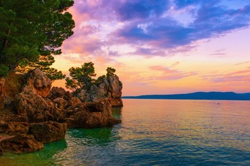 Photo sur Aluminium Cote panoramic summer landscape, rocky coast of Adriatic Sea, famous stone - symbol of resort Brela at morning dawn, splendid nature image, Makarska Riviera, Brela resort, Croatia, Europe