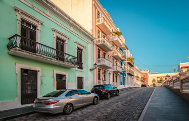 Fotomurales - Cobblestone street with colorful houses in Old San Juan, Puerto Rico.