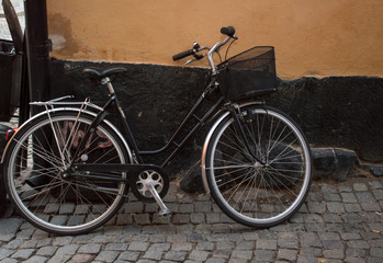 Photo sur Aluminium old bicycle on the street