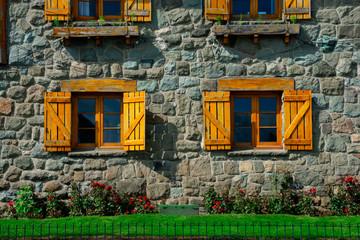 Photo sur Aluminium Amérique du Sud Wooden windows on Town Hall at Civic Center square (Centro Civico). Bariloche, Argentina