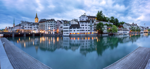 Fototapete - Panorama of Zurich Old town with famous Fraumunster, St Peter churches and river Limmat during morning blue hour, Switzerland