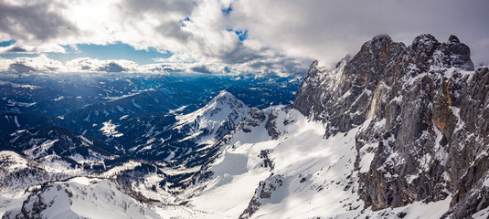 Papiers peints Alpes The snowy winter panorama of Dachstein Alps, Austria