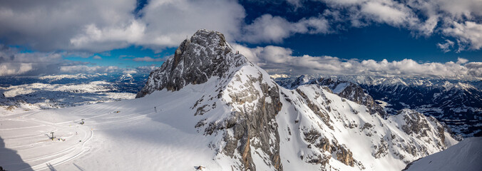 Photo sur Aluminium Alpes The snowy winter panorama of Dachstein Alps, Austria
