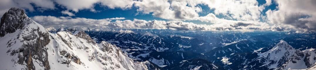 Fotobehang Alpen The snowy winter panorama of Dachstein Alps, Austria