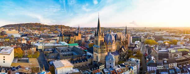 Panorama Aachen Stadtbild mit Dom und Rauthaus, Dreiländereck