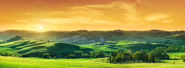 Poster Orange Idyllic view, green Tuscan hills in light of the setting sun