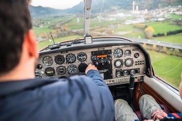 Kleinflugzeug im Landeanflug