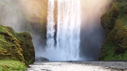 壁紙(ウォールミューラル) - Famous Skogafoss waterfall. Location Skoga river, Iceland.