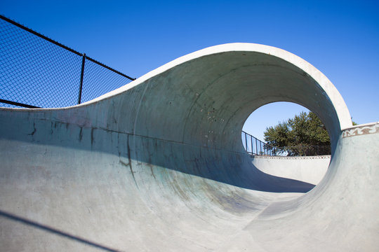 Fullpipe in a Skatepark