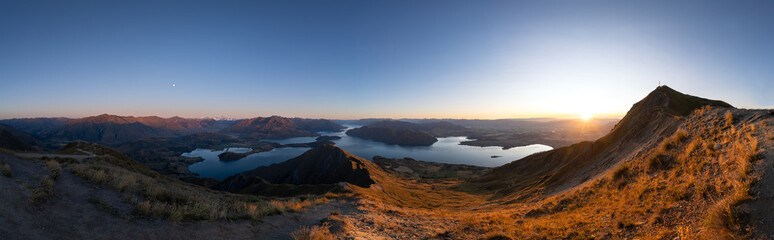 Foto auf Leinwand Grau Verkehrs sunrise over wanaka lake from roys peak
