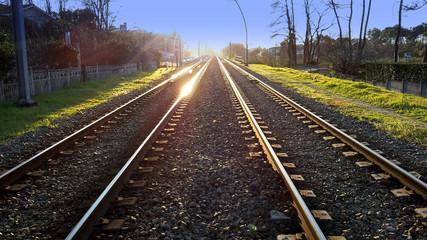 Fotorollo Eisenbahnschienen Fotografische Aufnahme zwischen den Gleisen. Frankreich.